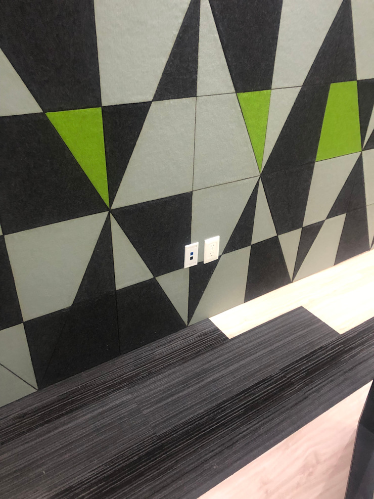 Ataxia Servicios Office spaces & stores Wood-Plastic Composite Black