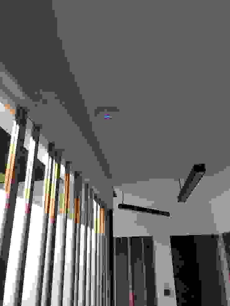 Ataxia Servicios Office spaces & stores Wood-Plastic Composite White