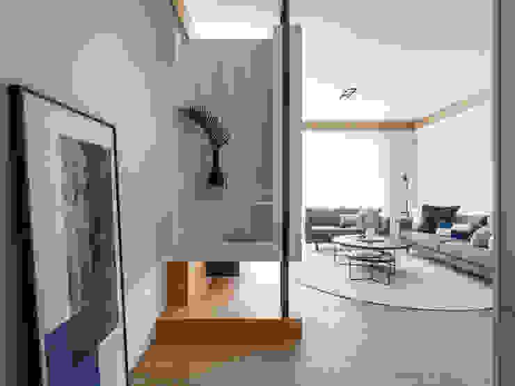 玄關 Modern Corridor, Hallway and Staircase by 存果空間設計有限公司 Modern