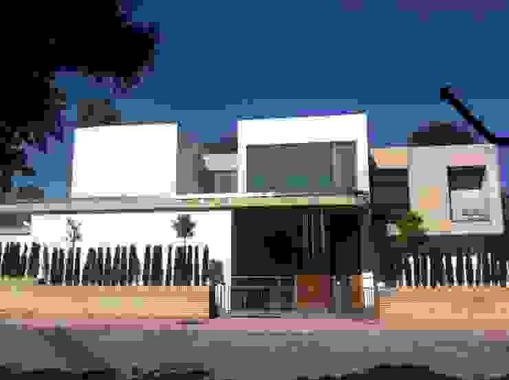 Adaptación multimedia acorde a las necesidades del cliente. de Domonova Soluciones Tecnológicas para tu vivienda en Madrid Moderno