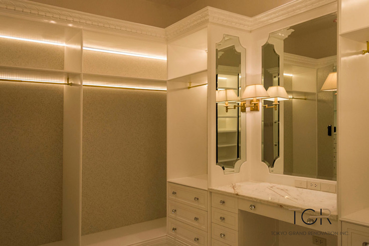 Custom Made Vanity with Spanish Decoration Lamps Tokyo Grand Renovation Classic style dressing room