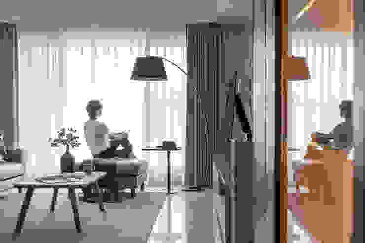 客廳 现代客厅設計點子、靈感 & 圖片 根據 存果空間設計有限公司 現代風