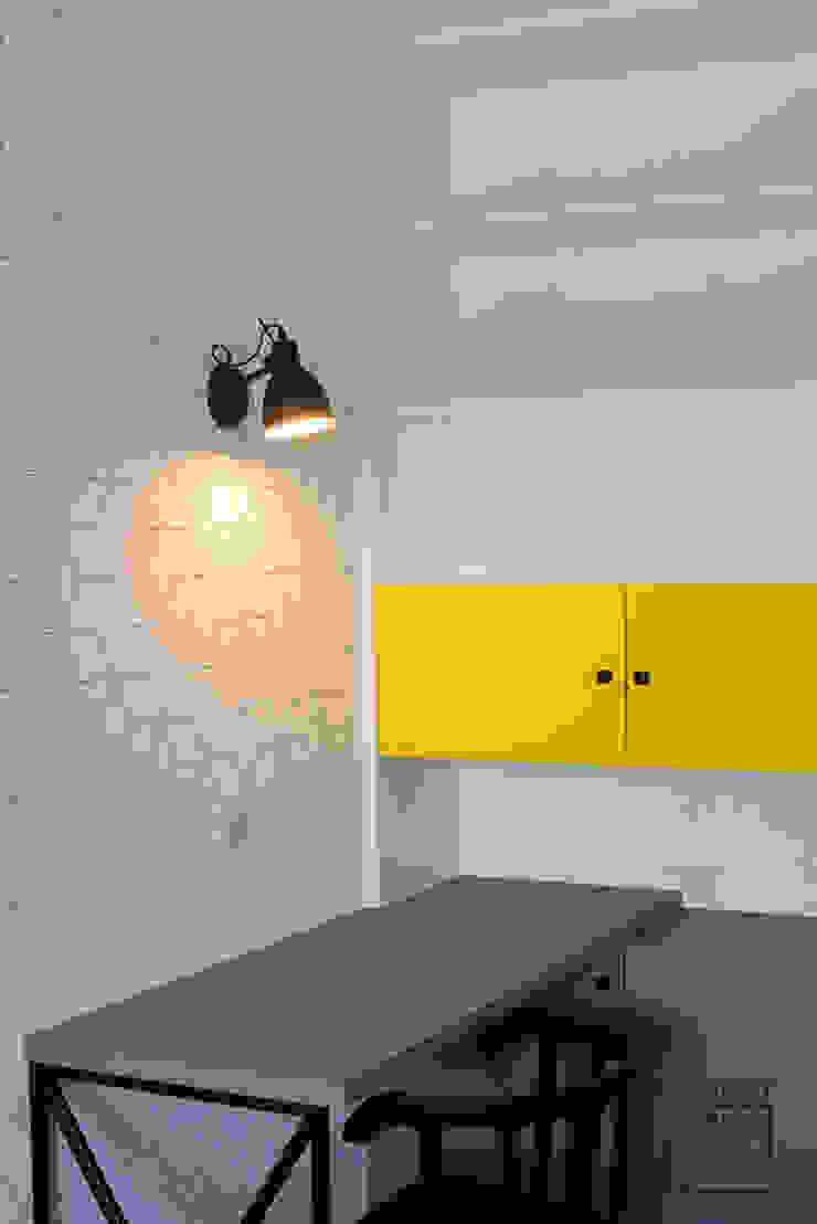 Perfect Space Ruang Studi/Kantor Modern White