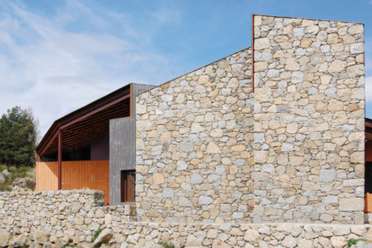 Acabados: Casas unifamilares de estilo  de SANTI VIVES ARQUITECTURA EN BARCELONA, Moderno