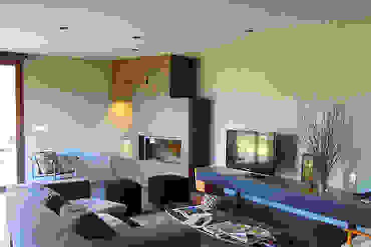 Interior de la vivienda : Salones de estilo  de SANTI VIVES ARQUITECTURA EN BARCELONA, Moderno
