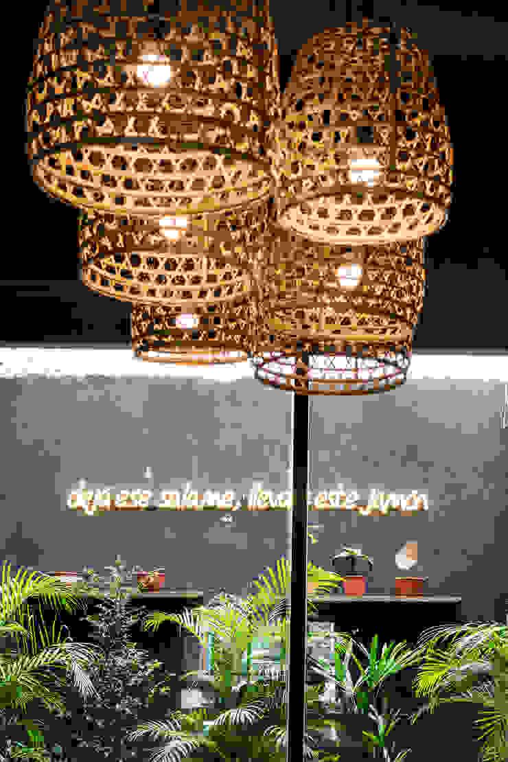 Bar & Club in stile industrial di Bhavana Industrial PVC