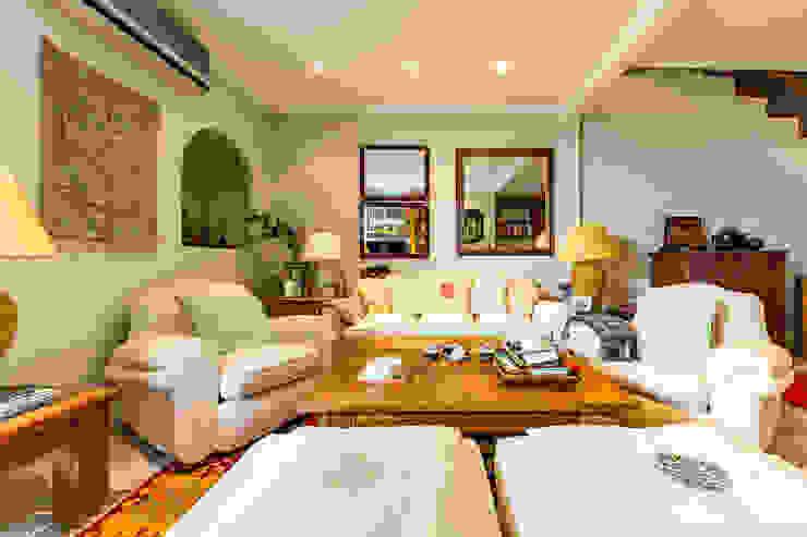 Salas de estar clássicas por Bernadó Luxury Houses Clássico