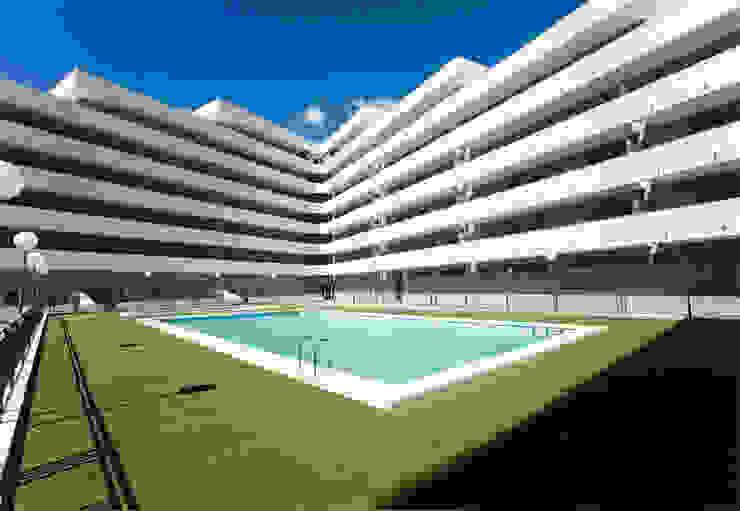 Residencial con piscina de ARQUIJOVEN SLP Minimalista
