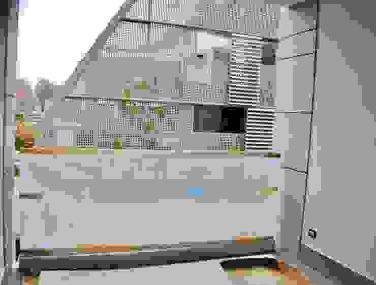 terrazzino di Antonella Petrangeli Moderno