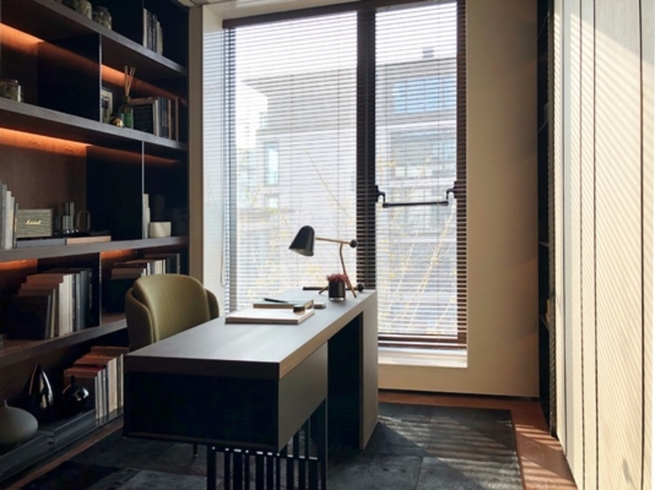 Modern Study Room and Home Office by 漫漫發想室內設計 Modern