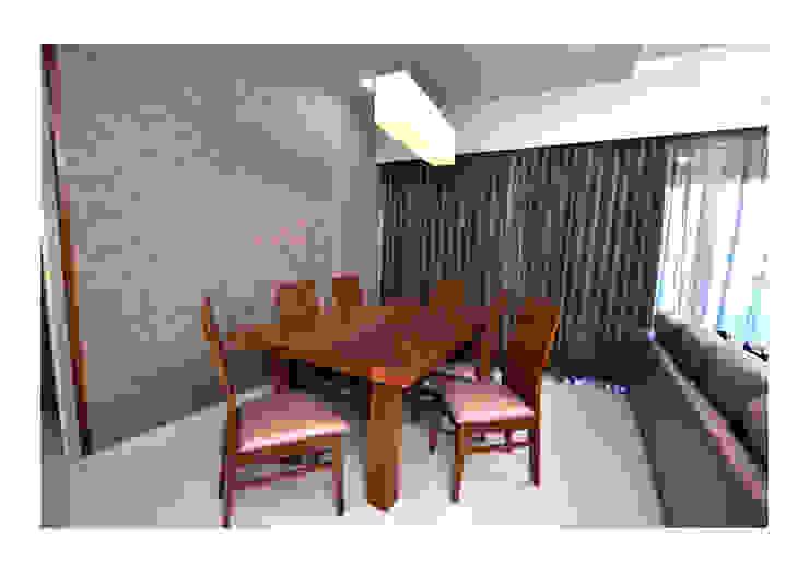 2BHK Gaurav and Seema | Balewadi, Pune | 2017 Nikhil Kanthe Minimalist dining room Wood Wood effect