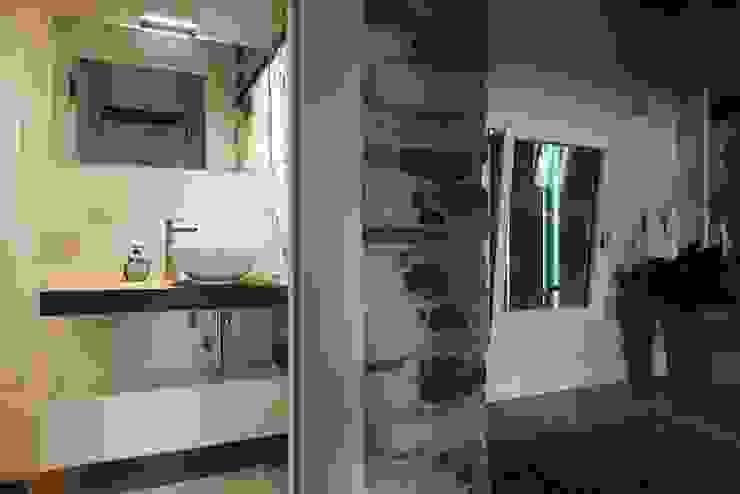 CHIARA'S KITCHEN Naturalmente Legno Srl Minimalist bathroom