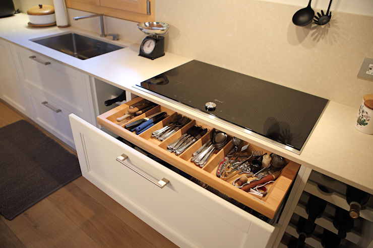 CURIOSITY KITCHEN Naturalmente Legno Srl Built-in kitchens