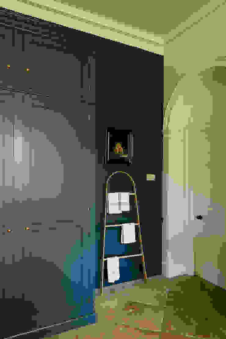 A Lincolnshire Hall by deVOL deVOL Kitchens Kitchen Blue