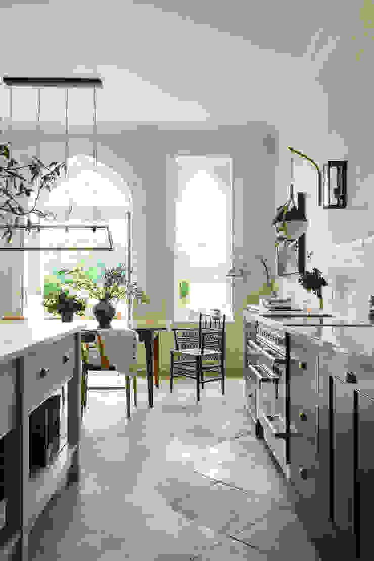 A Lincolnshire Hall by deVOLA Lincolnshire Hall by deVOL deVOL Kitchens Kitchen Blue