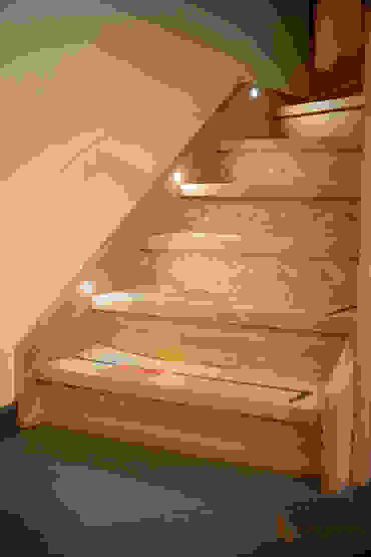 Arredamenti Brigadoi Vestíbulos, pasillos y escalerasEscaleras Madera