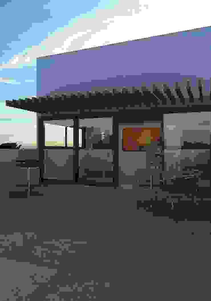 FASETIK arquitectura Modern balcony, veranda & terrace White