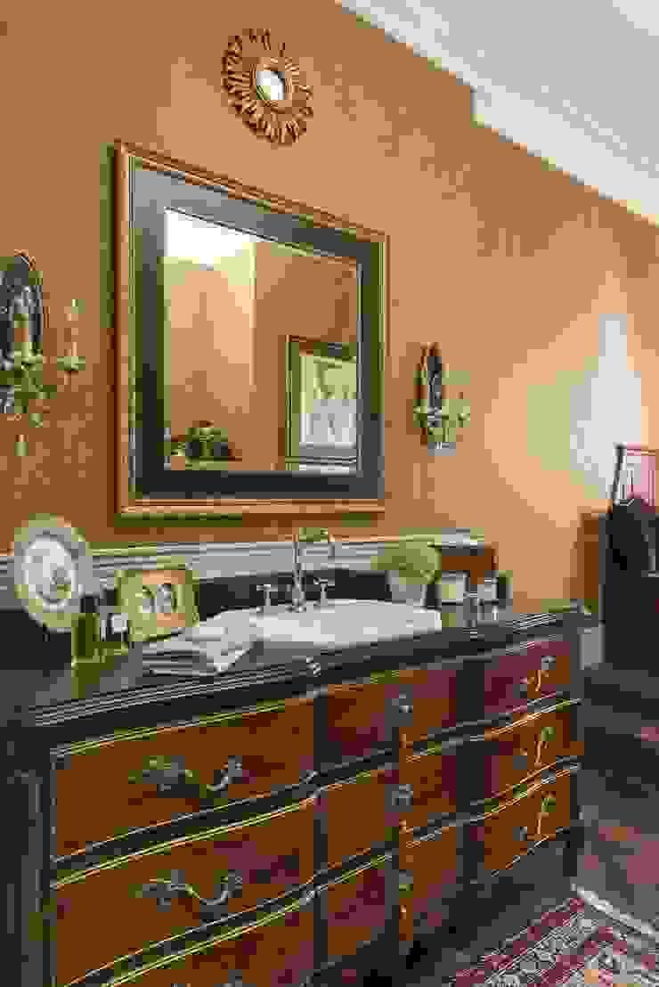 studio68-32 Classic style bathroom Wood