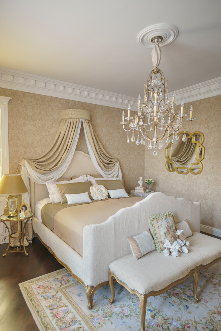 studio68-32 Classic style bedroom Wood Beige