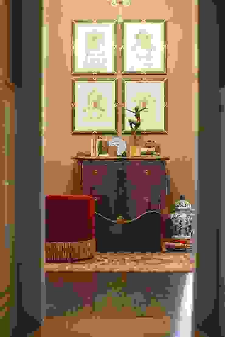 studio68-32 Classic style corridor, hallway and stairs Wood Brown