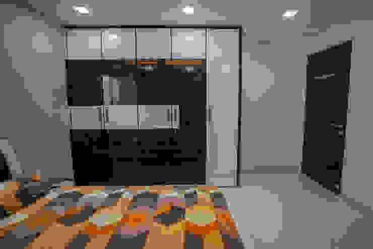 Luxurious Master Bedroom Designed by Nabh Design & Associates Nabh Design & Associates Modern style bedroom Solid Wood Brown