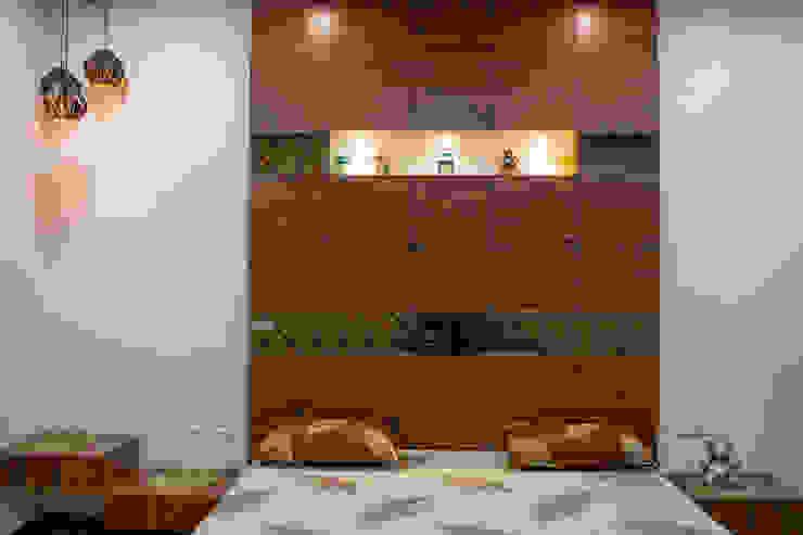 Attractive Bedroom Design by Nabh Design & Associates Nabh Design & Associates Small bedroom Plywood Brown