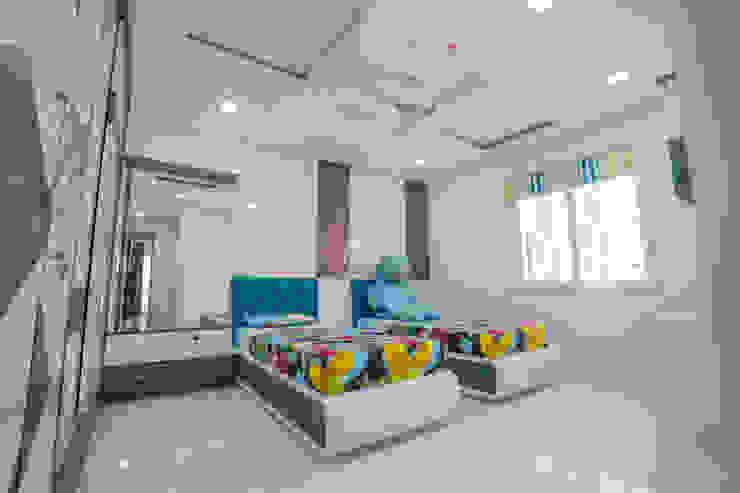 Stylish Home by Nabh Design & Associates Nabh Design & Associates Boys Bedroom Engineered Wood Blue