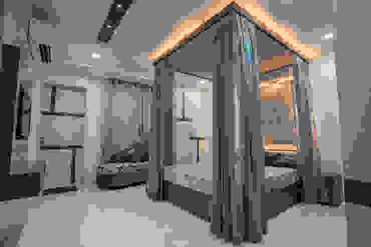 Stylish Home by Nabh Design & Associates Nabh Design & Associates Small bedroom Engineered Wood Grey
