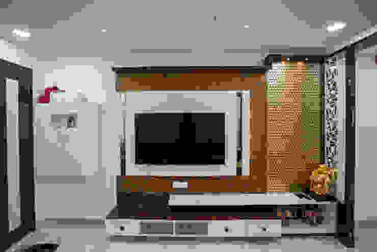 Stylish Home by Nabh Design & Associates Nabh Design & Associates Modern living room Plywood Brown