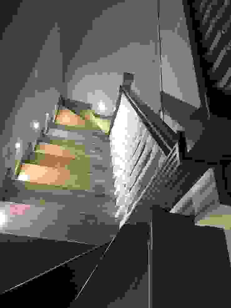 TOPOS Stairs Wood White