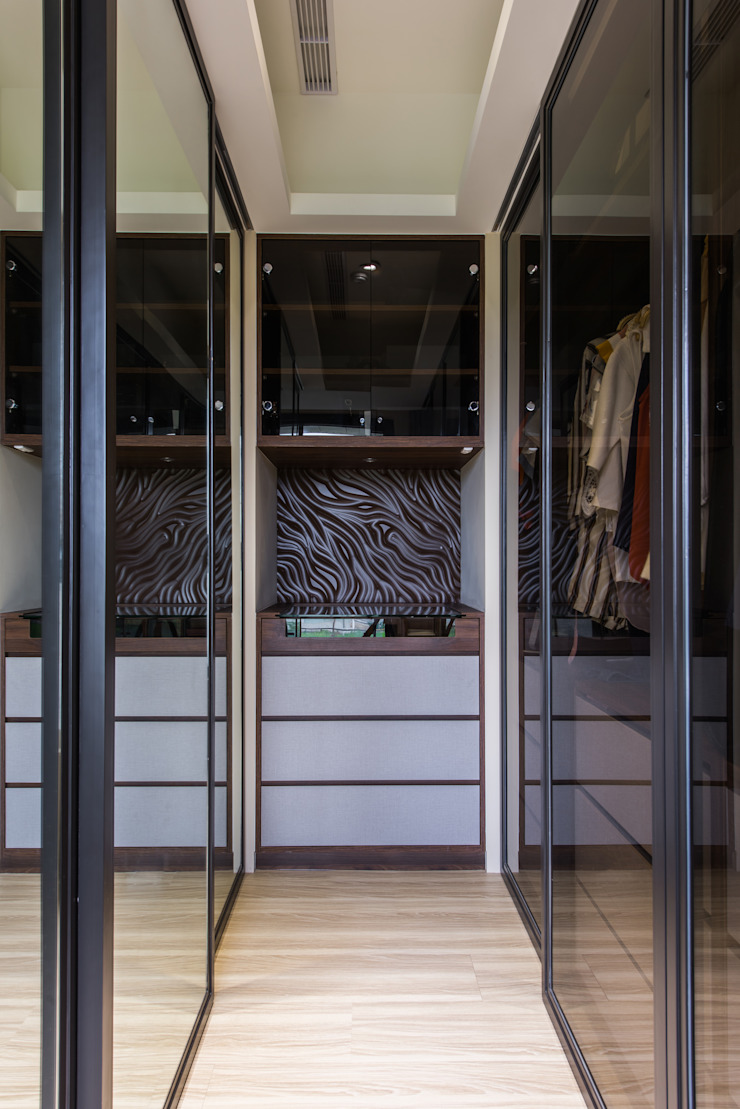 主臥更衣室: 現代  by 你你空間設計, 現代風 塑木複合材料
