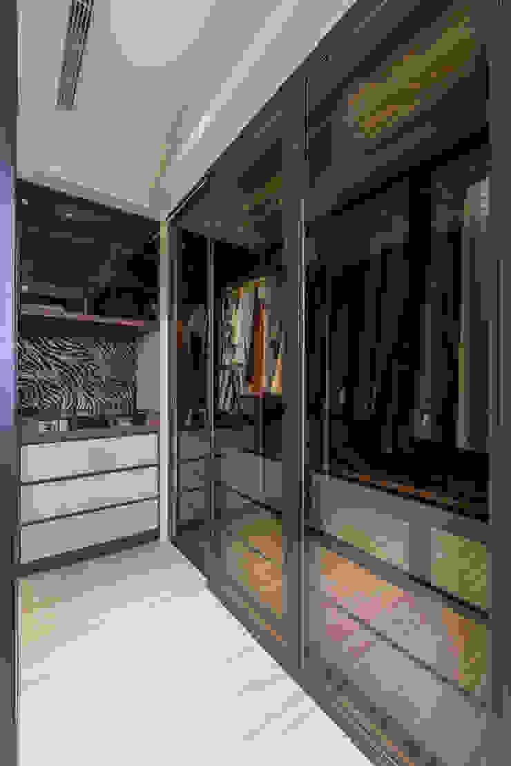 主臥更衣室 根據 你你空間設計 現代風 塑木複合材料