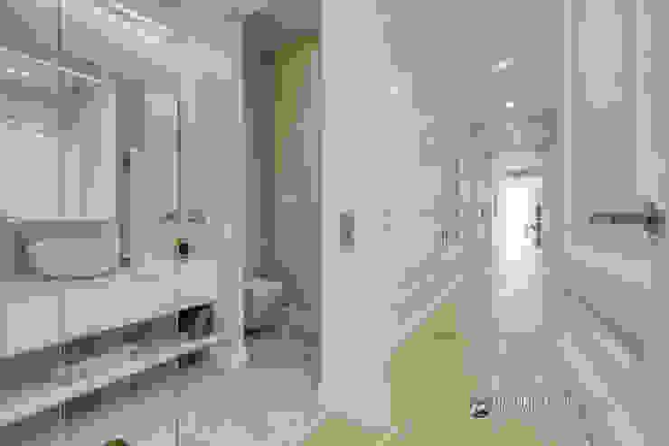 Baño y un estupendo pasillo en el Eixample barcelonés Carlos Sánchez Pereyra | Artitecture Photo | Fotógrafo Baños de estilo ecléctico