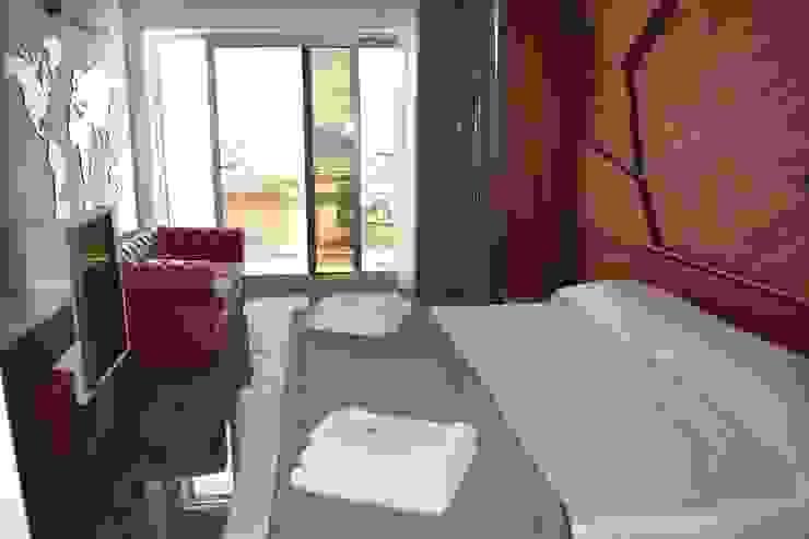 Suite Rubino Hotel moderni di PERCORSOARREDO Moderno Legno composito Trasparente