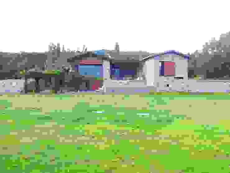 Vista principal de la casa de SANTI VIVES ARQUITECTURA EN BARCELONA Rural