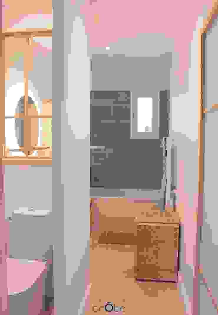 Agence boÔbo Scandinavian style bathroom Turquoise