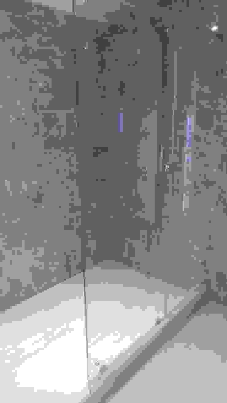 divisiones de baño en vidrio templado para baños de CONSTRUCCIÓN PROYECTO DESIGN S.A.S Ecléctico