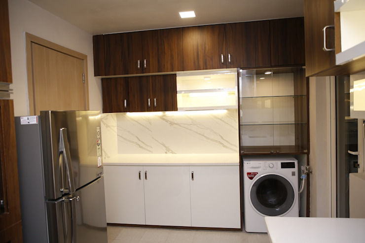 DLF Newtown Heights Kolkata - Kitchen:  Kitchen by Kphomes,Modern