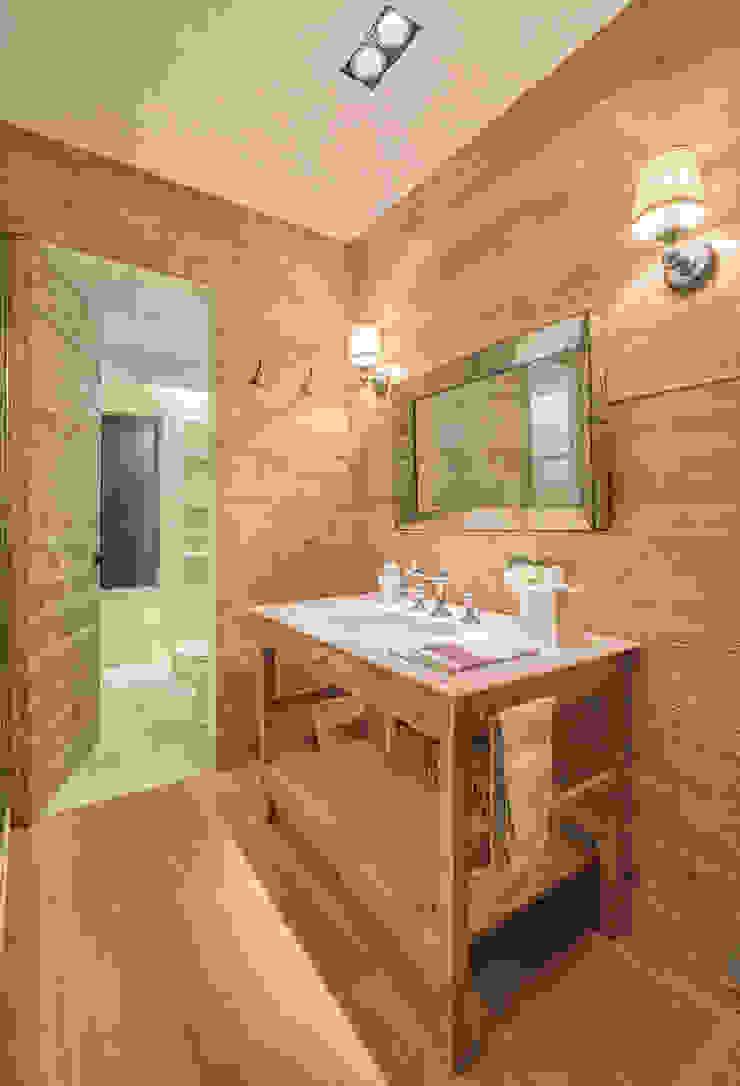Modern bathroom by Lopez Duplan Arquitectos Modern
