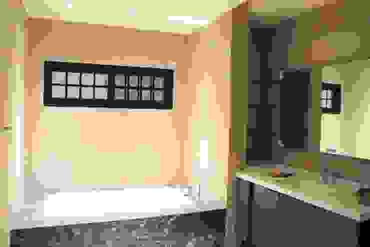 Modern Bathroom by 鵝牌氣密窗-台中直營店 Modern