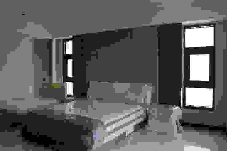 Modern Bedroom by 鵝牌氣密窗-台中直營店 Modern