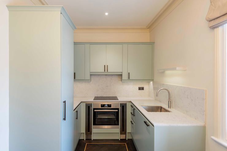 The kitchen Prestige Architects By Marco Braghiroli Cozinhas pequenas
