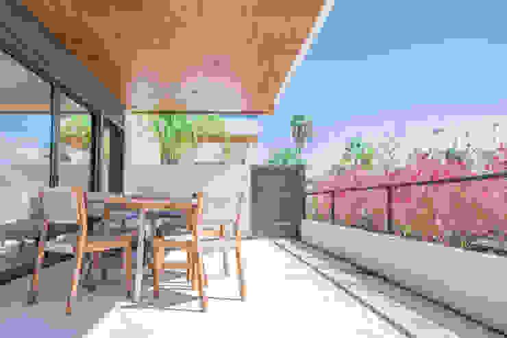 Muebles de exterior en terraza Balcones y terrazas de estilo mediterráneo de Francisco Pomares Arquitecto / Architect Mediterráneo