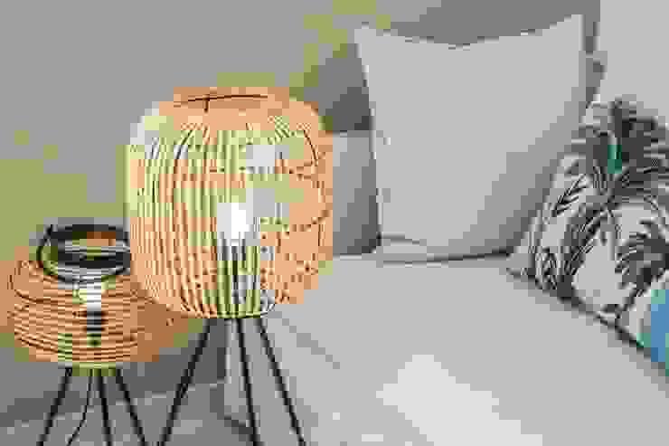 Lámparas de pie en salón Francisco Pomares Arquitecto / Architect SalonesIluminación