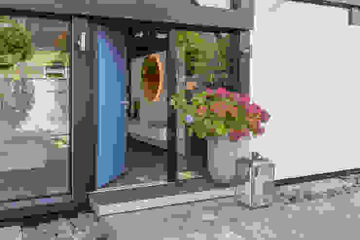 Modern style doors by HUF HAUS GmbH u. Co. KG Modern