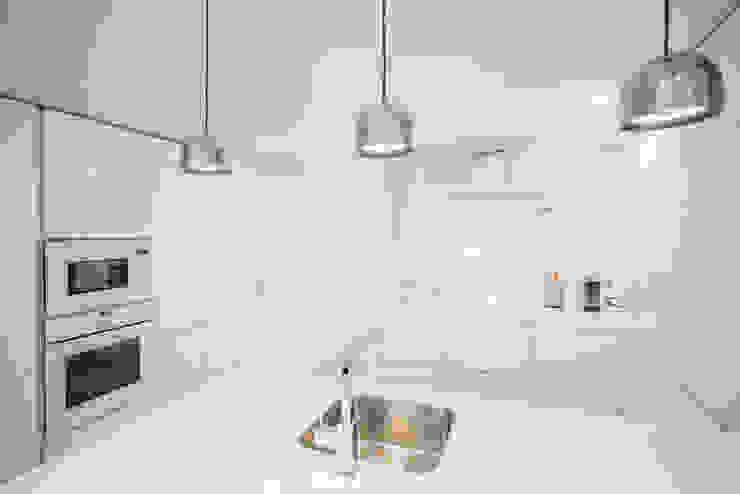 Cocina en blanco brillo de Francisco Pomares Arquitecto / Architect Moderno