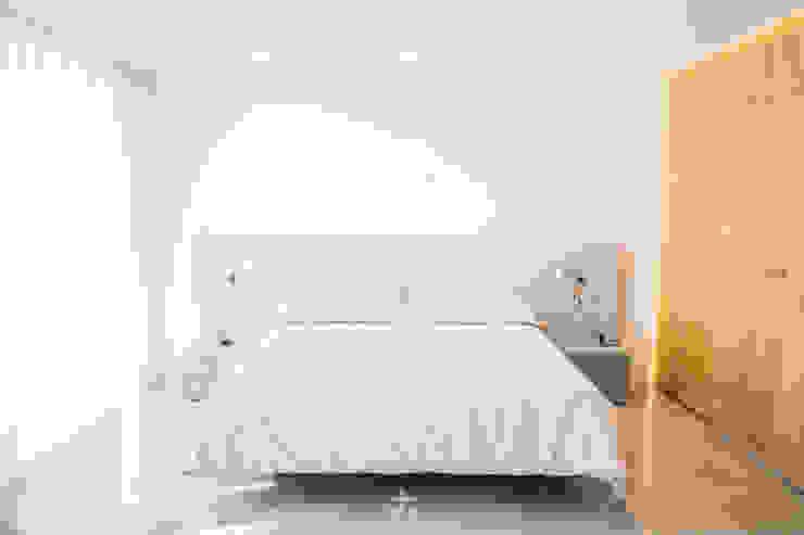 Francisco Pomares Arquitecto / Architect Camera da letto moderna