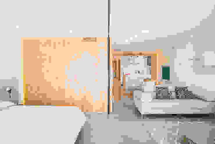 Tabique móvil - cerramiento flexible Dormitorios de estilo moderno de Francisco Pomares Arquitecto / Architect Moderno