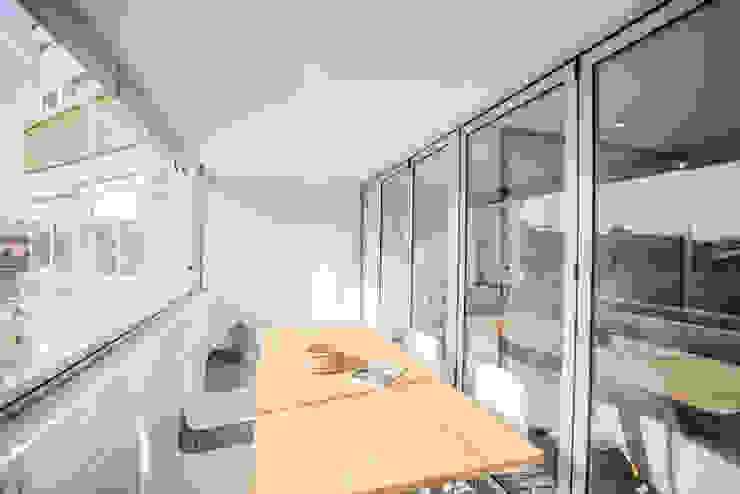 Terraza - balcón Balcones y terrazas de estilo moderno de Francisco Pomares Arquitecto / Architect Moderno