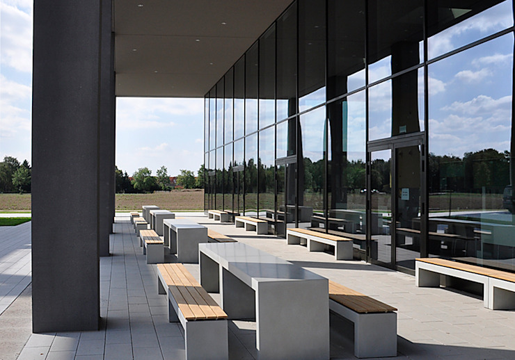 oggi-beton Balcones y terrazas de estilo moderno Concreto